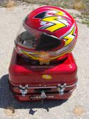 Багажник мото (кофра) DELTA Дельта (железная красная с шлемом) 68354