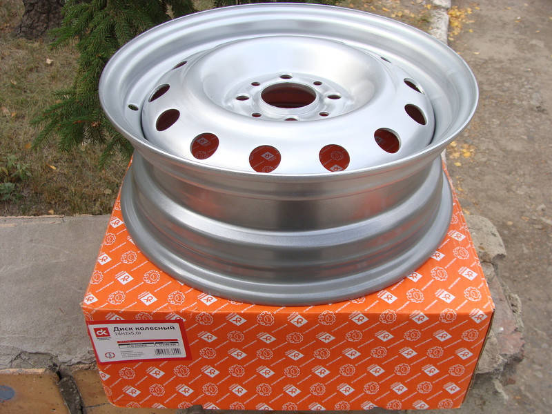 Диск колесный ВАЗ 2110 - 2112 R14 5Jx14H20 серебро (пр-во ДК) - фото